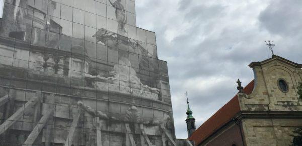 Was ist wirklich / wahr.  (Foto: Birgitt Morrien / Motiv: Peles Empire,  Skulptur Projekte Münster)